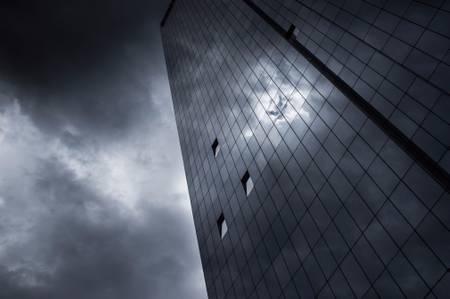 Ouvertures sur tour de verre