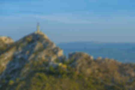 Le Prieuré de Sainte-Victoire et la croix de Provence