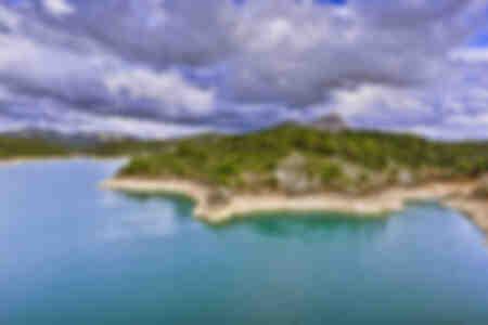 Sainte-Victoire et le lac de Bimont