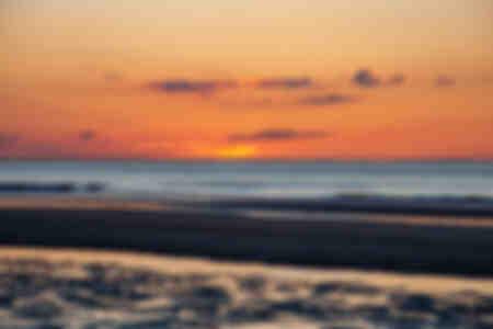 Atardecer con playa horizontal