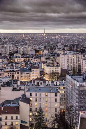 Tour Eiffel au loin