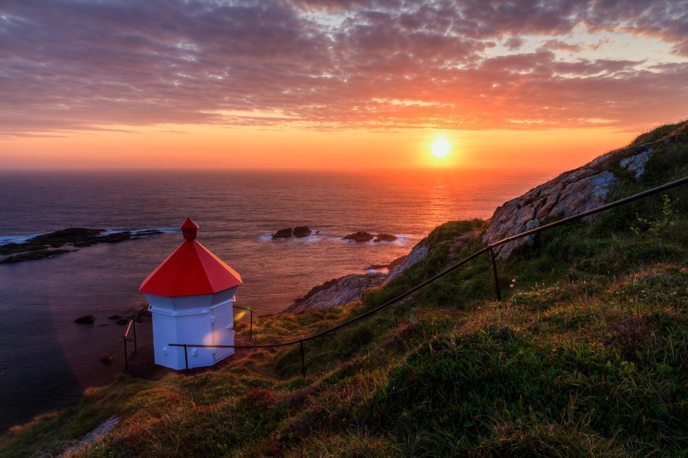 Phare De Nyksund En Norvege Pendant Le Soleil De Minuit