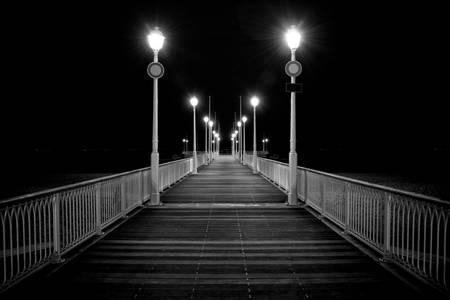 Pier bei Nacht