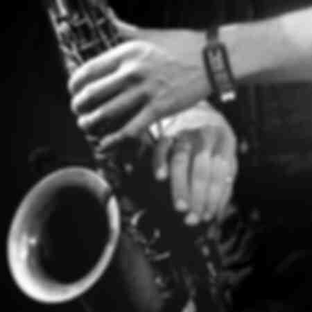 manos de saxofonista 7673
