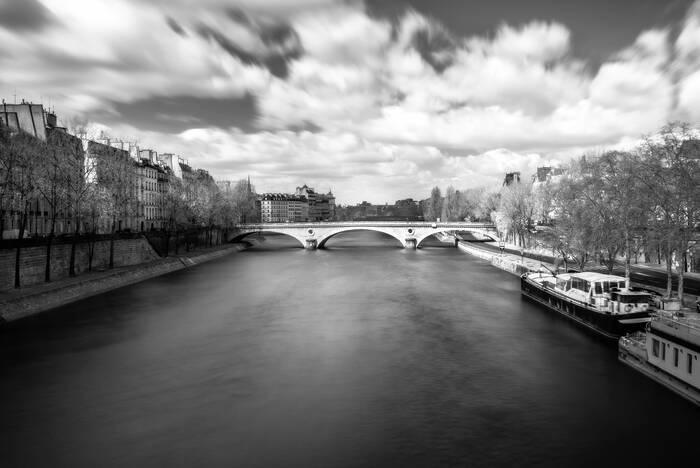 Halte Sur Le Pont Marie