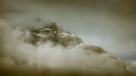 Quand la montagne sort de la brume