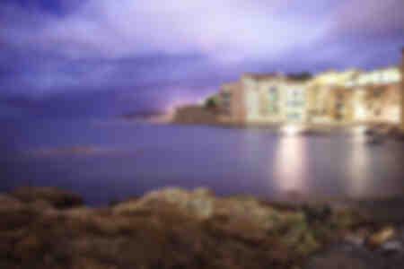 Saint-Tropez - La Glaye bei Nacht und die Felsen