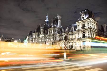 L'Hötel de Ville de Paris la nuit