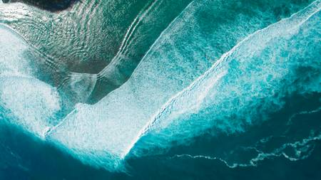 Big waves seen from a microlight on the lagoon of the west coast of Reunion