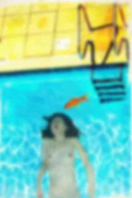 Kana dans la piscine