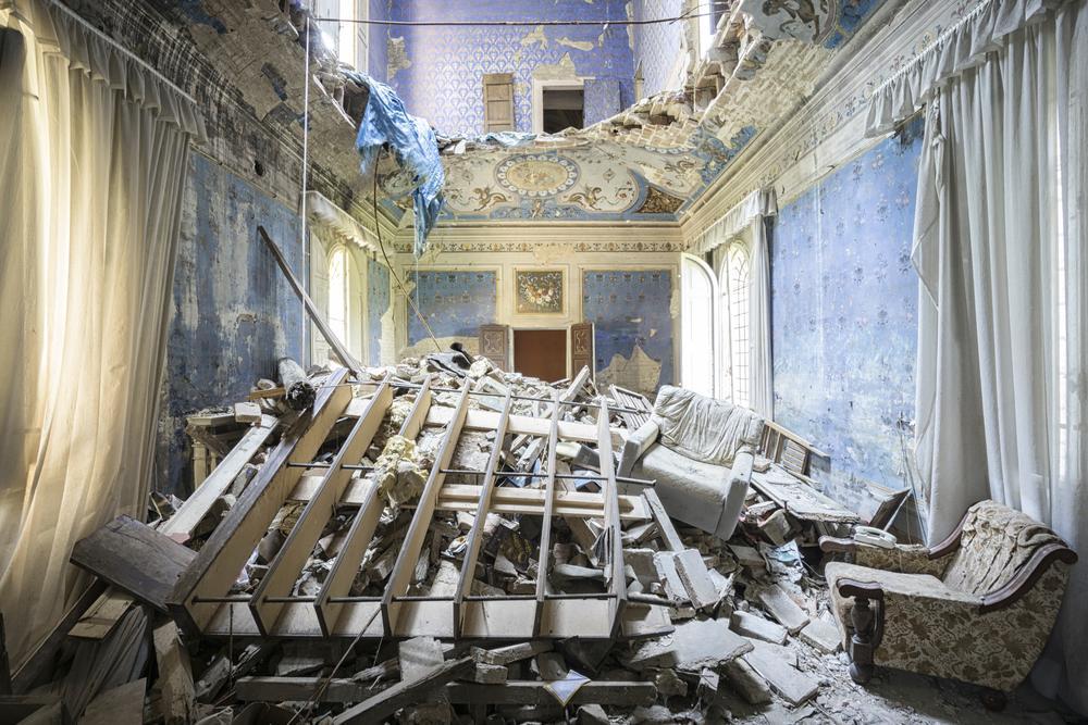 Earthquake Castle