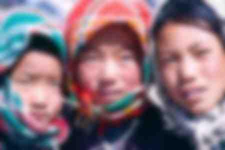 3 tibetische Mädchen
