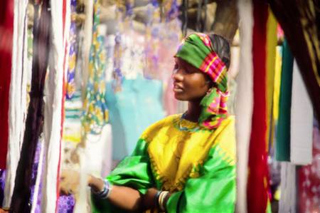 Femme africaines dans un marché de foulard désert du Sahel