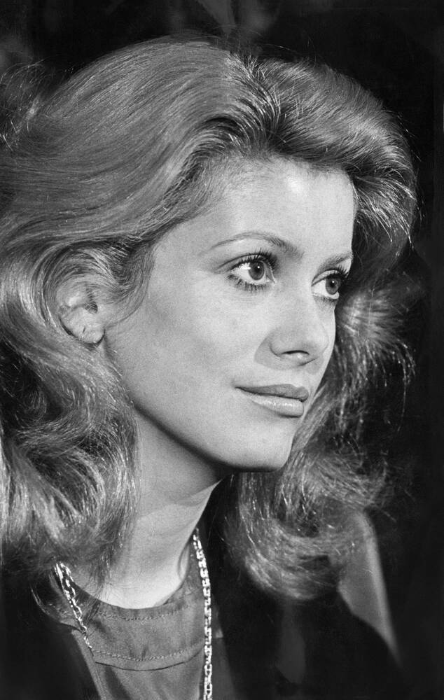 Catherine Deneuve Nude Photos 47