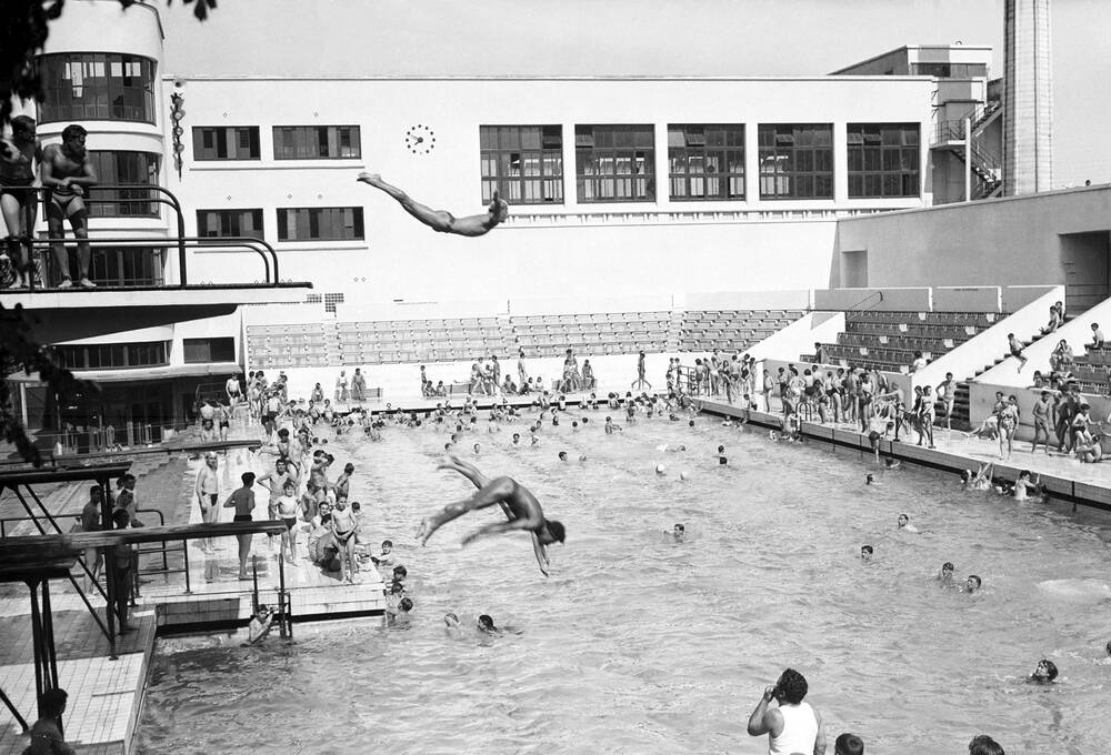 Photo d 39 art piscine juda que en 1949 bordeaux artiste for Piscine desjoyaux bordeaux
