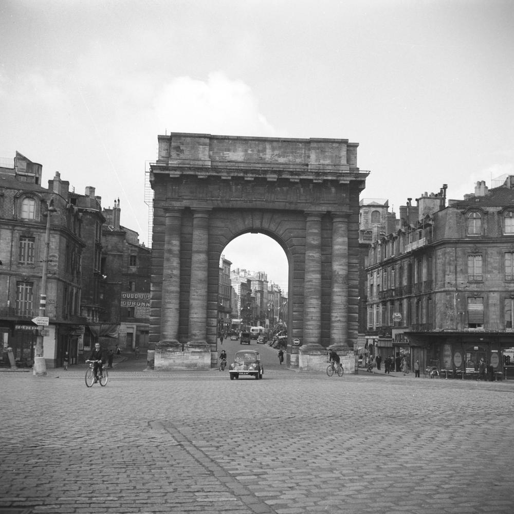 photo d porte de bourgogne 224 bordeaux artiste archives sud ouest artphotolimited