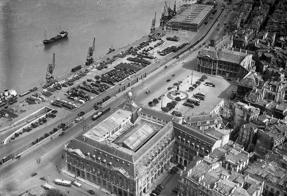 Vue Aerienne Sur La Place De La Bourse A Bordeaux Entre 1930 Et 1950