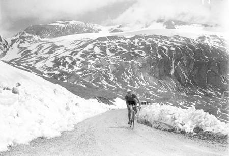 Ascent of the snowy Pyrenees on the Tour
