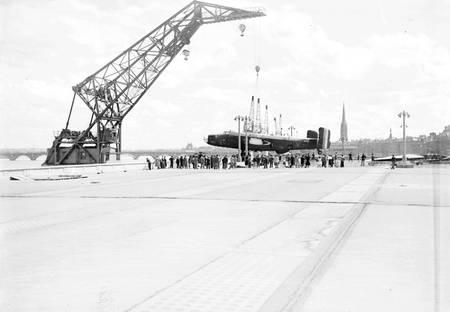 Avion Halifax sur les quais de Bordeaux en 1950