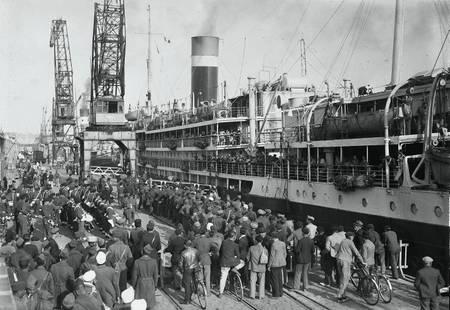 Embarquement de soldats à Bordeaux en 1946