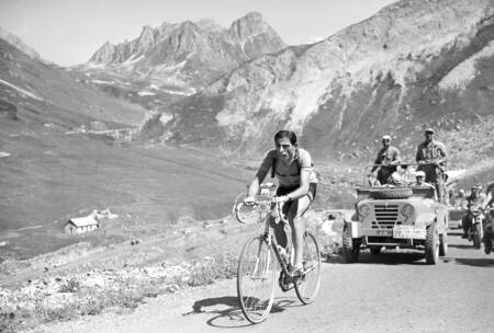Fausto Coppi during the 1952 Tour
