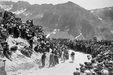Gino Bartali leading on the Tourmalet on the 1938 Tour