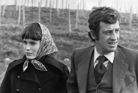 Jean-Paul Belmondo y Mia Farrow filmando en la región de la Gironda de Francia