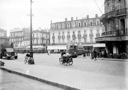 Parvis de la gare Saint-Jean de Bordeaux