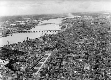Vue aérienne de Bordeaux en 1968