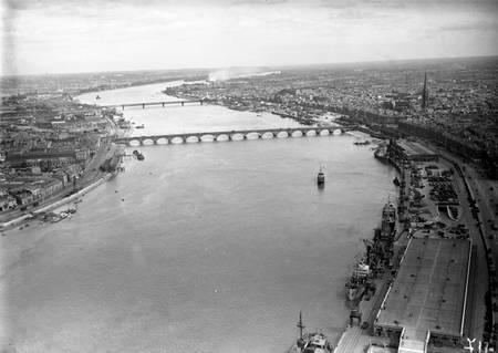 Vue aérienne de Bordeaux entre 1930 et 1950
