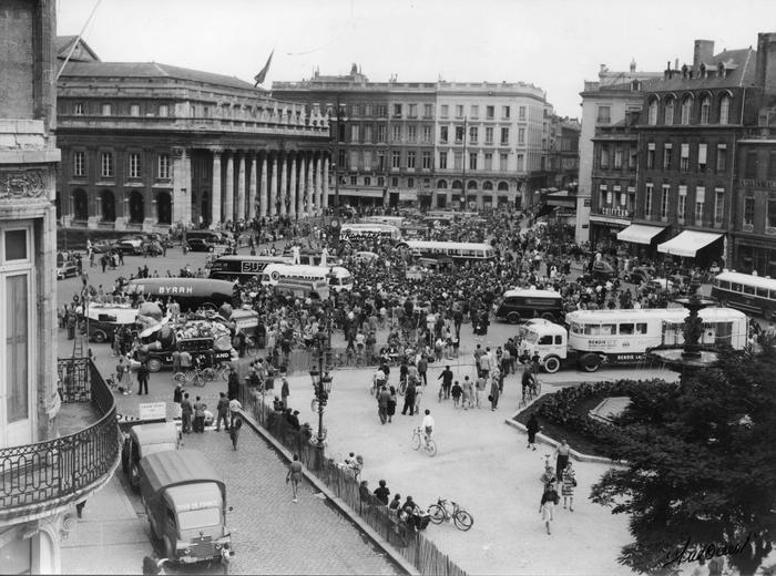 Caravane Du Tour De France A Bordeaux En 1952