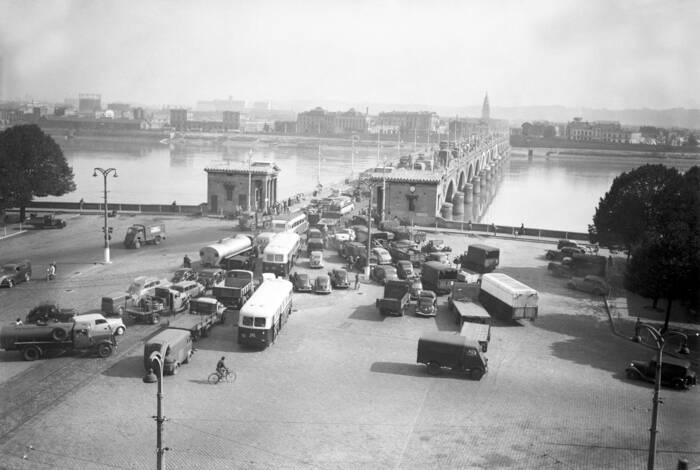 Embouteillages Sur Le Pont De Pierre En 1951