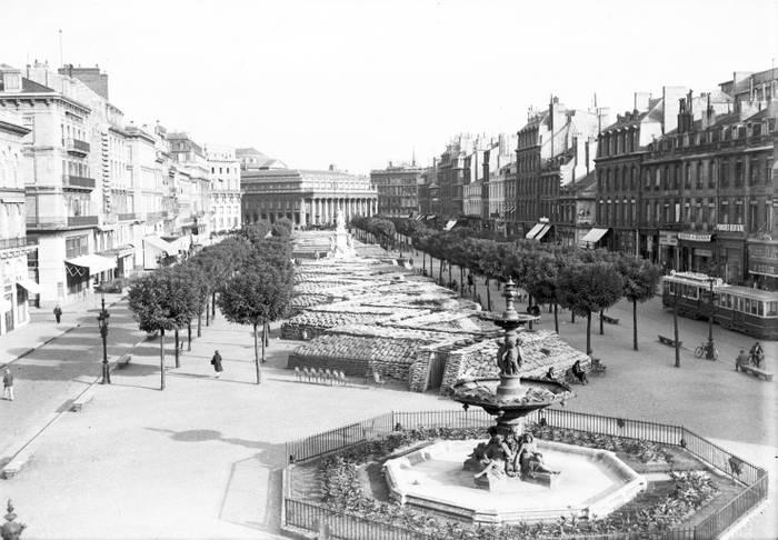 Tranchees Sur Les Allees De Tourny Pendant La 2eme Guerre Mondiale