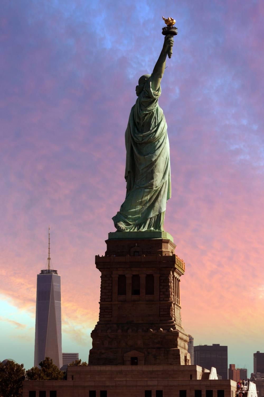 Photo d 39 art la statue de la libert au coucher du soleil - Coucher du soleil new york ...