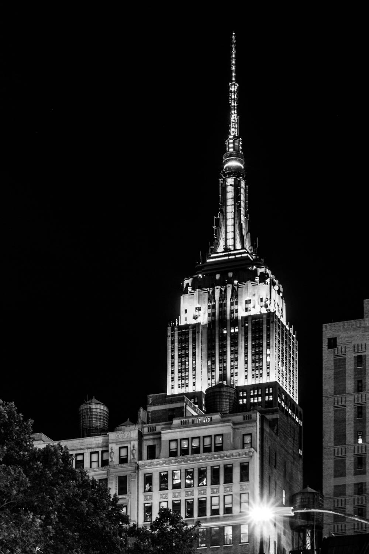 Photo d 39 art new york city empire state building noir et for Credence new york noir et blanc