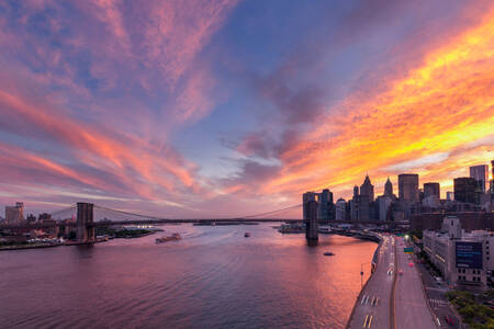 Coucher de Soleil sur le Brooklyn Bridge New York