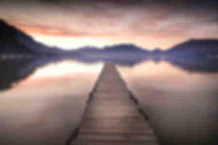 zon op de pontons van het meer van Annecy