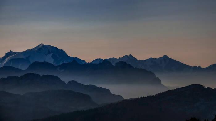 Lever De Soleil Face Au Mont Blanc