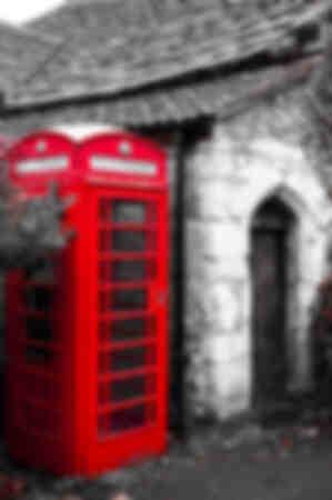Cabina telefonica come vecchie pietre