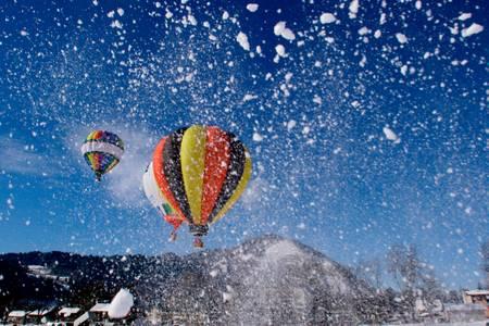 Montgolfiere sous la neige