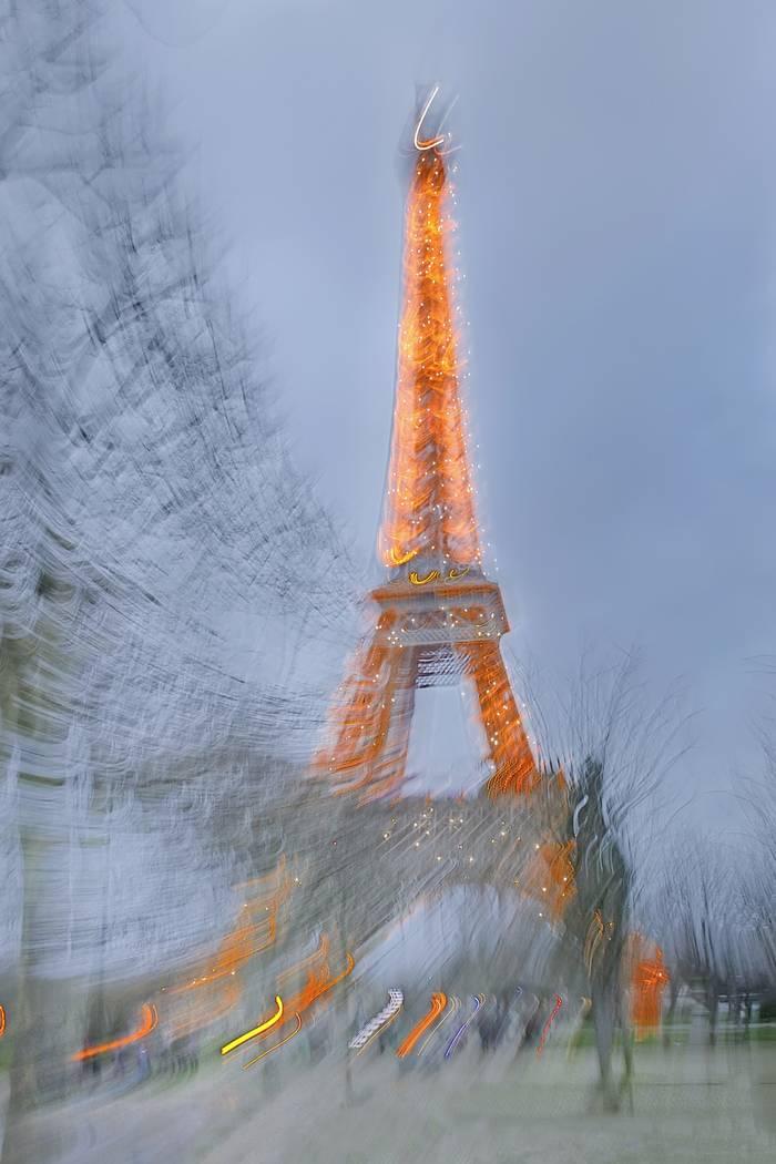 Tour Eiffel Ovni