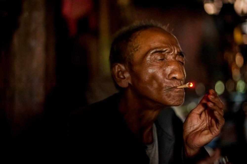 Le Grand Pere Fumant Le Cherrot