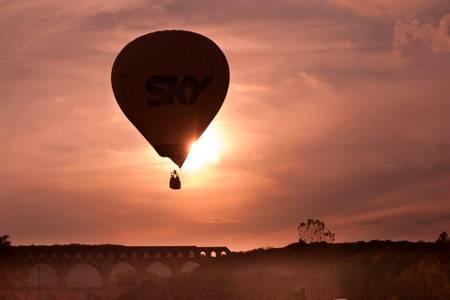 Balloon on the Pont du Gard 2