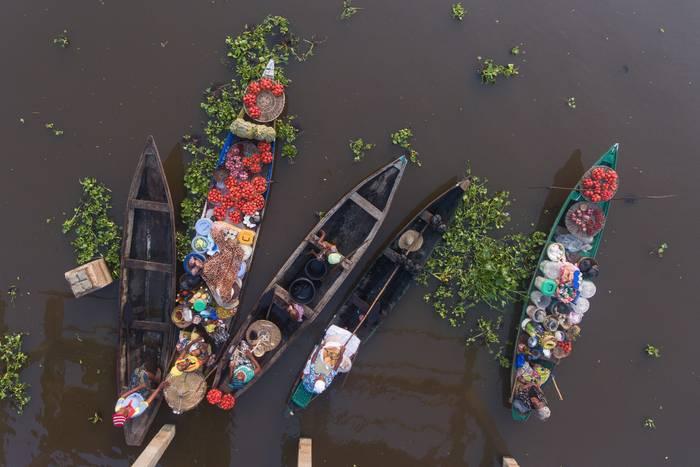 Marche Flottant De Ganvie