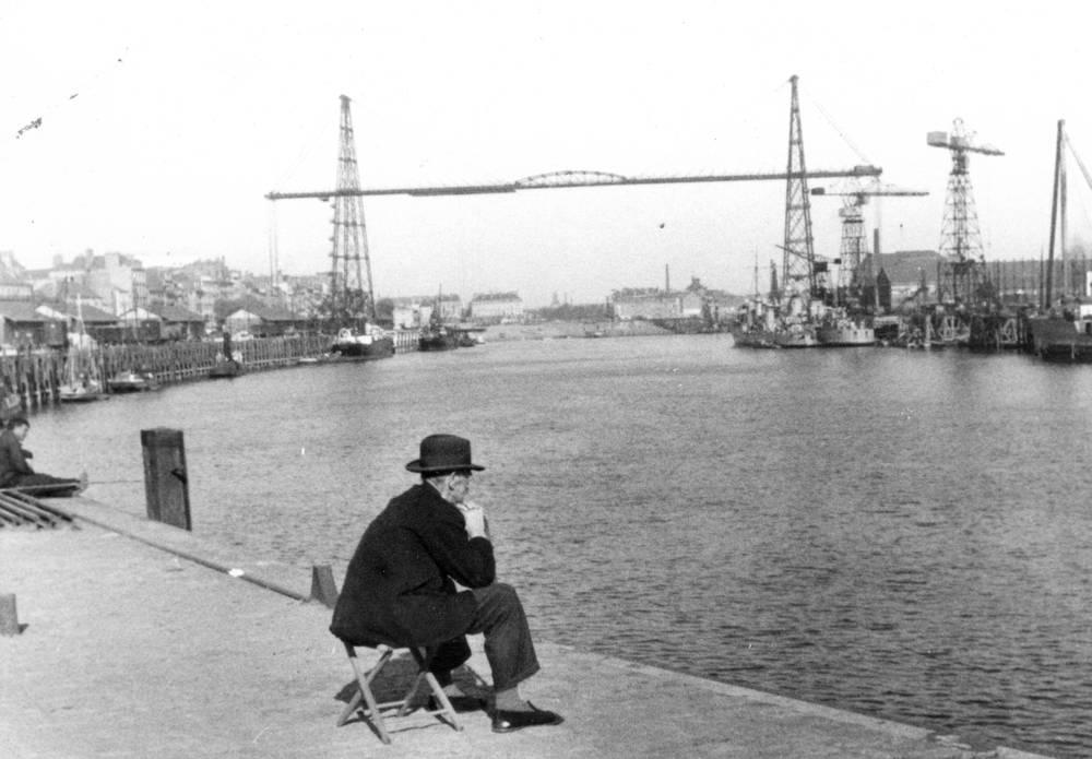 Homme Assis Face A Loire