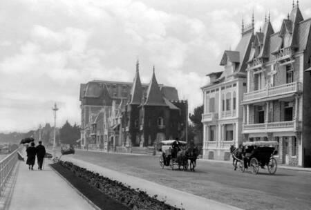 Esplanade vers l'hôtel Hermitage