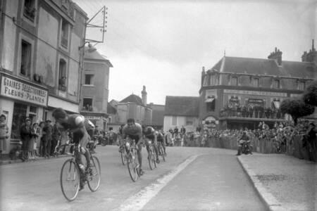 Jacques Anquetil Raphael Geminiani und Louison Bobet auf der Tournee 1958