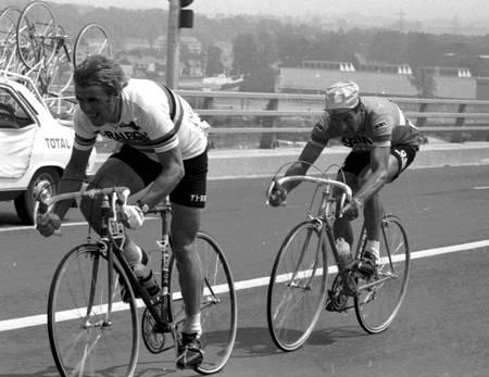 Raymond Poulidor behind Henni Kuiper on the 1976 Tour