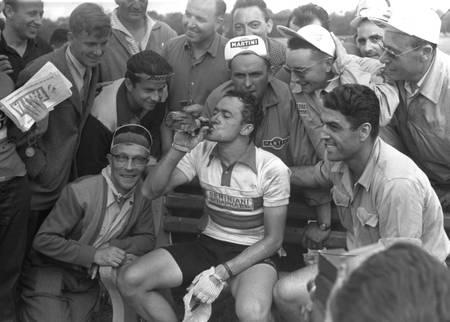 Roger Hassenforder après sa victoire d'étape sur le Tour 1956