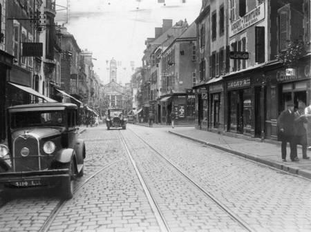 Rue du maréchal Foch à Lorient dans les années 1950
